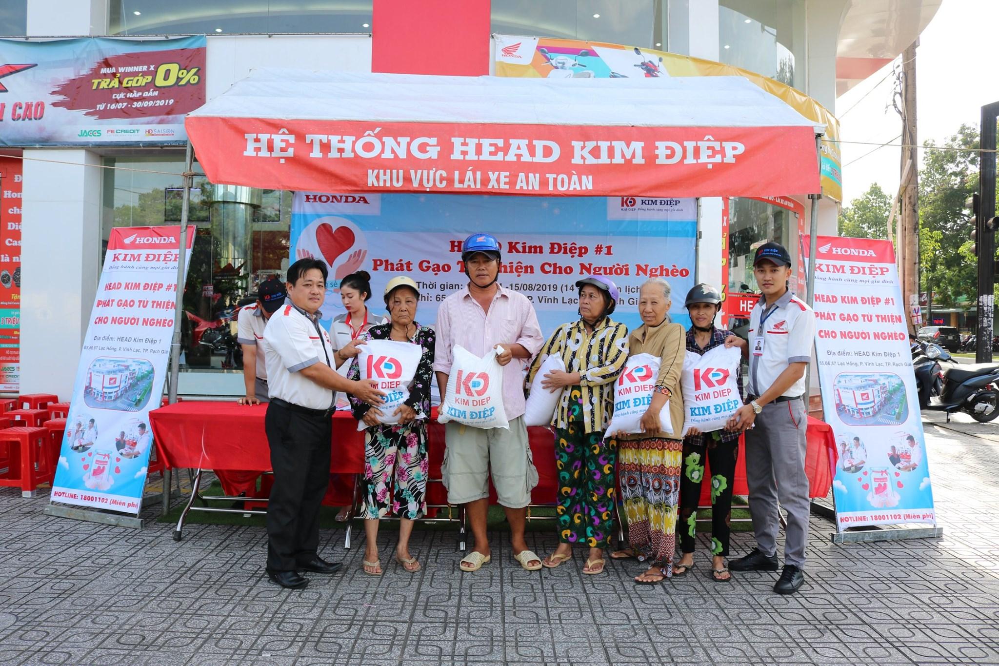 Công ty Kim Điệp phát gạo từ thiện cho người nghèo nhân ngày Vu Lan báo hiếu